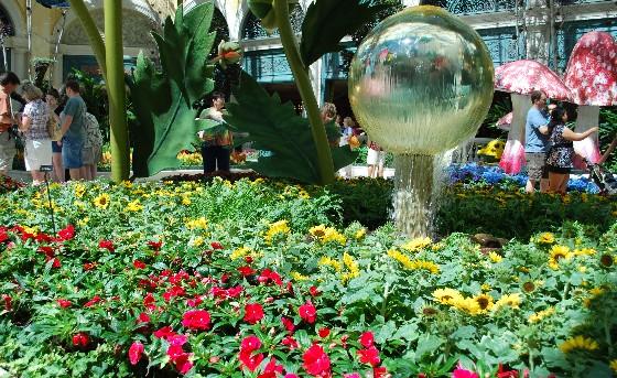 Las Vegas Bellagio Indoor Garden 2010 (www.free-city-guides.com)