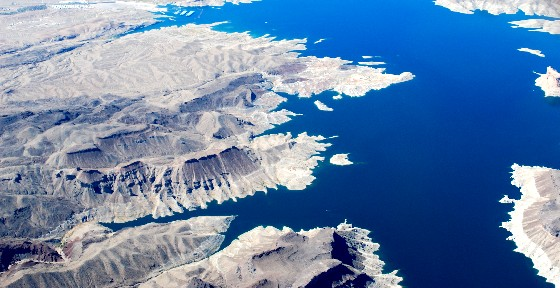 Las Vegas Lake Mead from the air (www.free-city-guides.com)