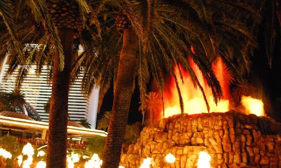 Las Vegas Mirage Volcano Eruption 2010 (www.free-city-guides.com)
