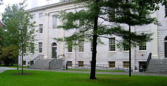 Boston Harvard University Hall (www.free-city-guides.com)