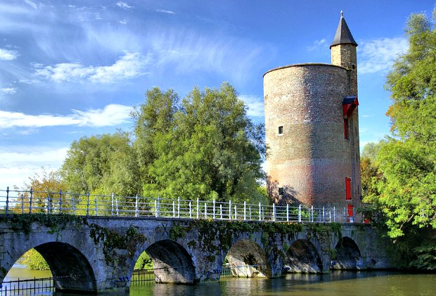 Bruges Gunpowder tower love lake