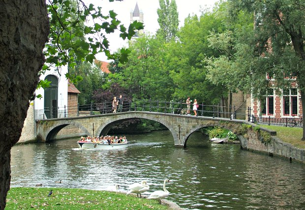 Bruges Lovers Lake Bridge new