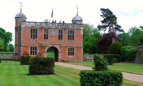 Stratford Charlecote Park Gatehouse (www.free-city-guides.com)