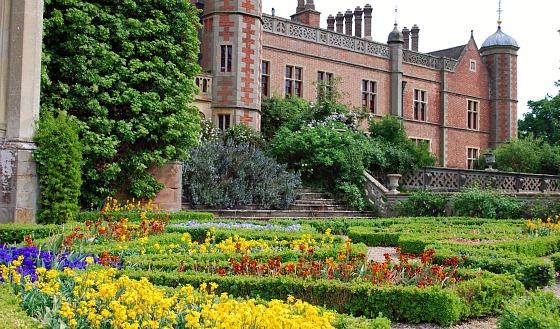 Stratford Charlecote Park garden (www.free-city-guides.com)