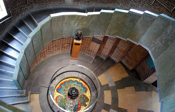 Stratford RSC Theatre Tour Spiral Stairway (www.free-city-guides.com)