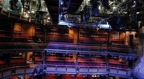 Stratford RSC Theatre Tour auditorium (www.free-city-guides.com)