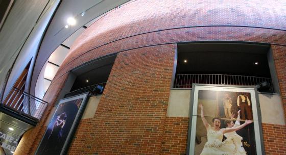 Stratford RSC theatre lobby (www.free-city-guides.com)