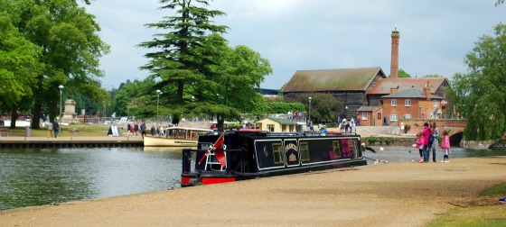Stratford River Avon narrowboat (www.free-city-guides.com)