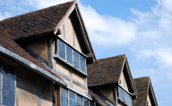 Stratford Shakespeares birthplace roof line (www.free-city-guides.com)