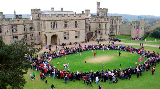 Warwick Castle combat display (www.free-city-guides.com)