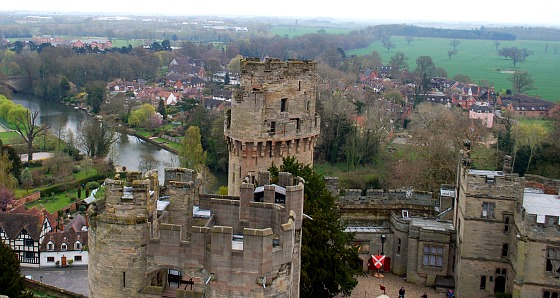 Warwick Castle panorama (www.free-city-guides.com)