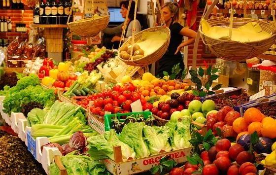 Florence Indoor Food Market Fruit (www.free-city-guides.com)