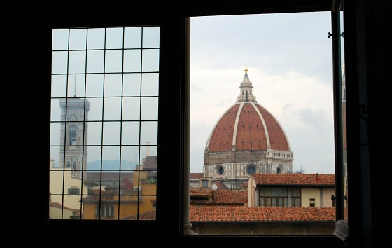 Florence Palazzo Vecchio window (www.free-city-guides.com)
