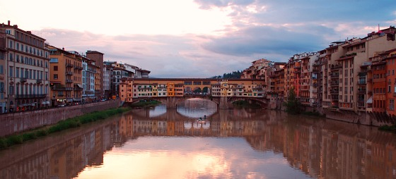 Florence Ponte Vecchio reflection (www.free-city-guides.com)