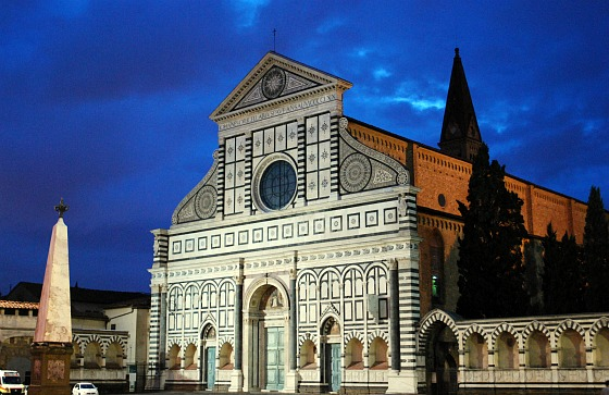 Florence Santa Maria Novella at night (www.free-city-guides.com)
