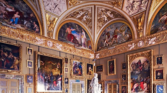 Florence Palazzo Pitti painted room (www.free-city-guides.com)