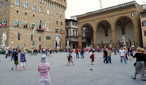 Florence Piazza della Signoria loggia dei Lanzi (www.free-city-guides.com)