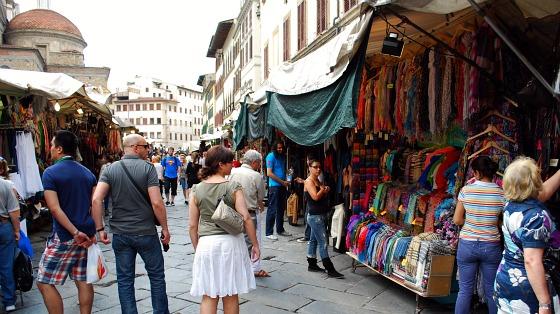 Florence San Lorenzo market wide (www.free-city-guides.com)