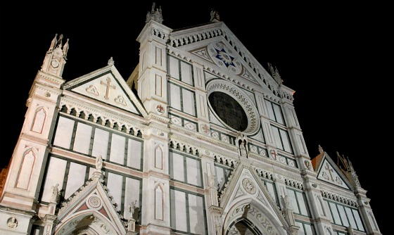 Florence Santa Croce front at night (www.free-city-guides.com)