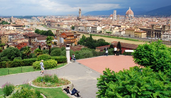 Florence Piazzale Michelangelo viewing platform (www.free-city-guides.com)