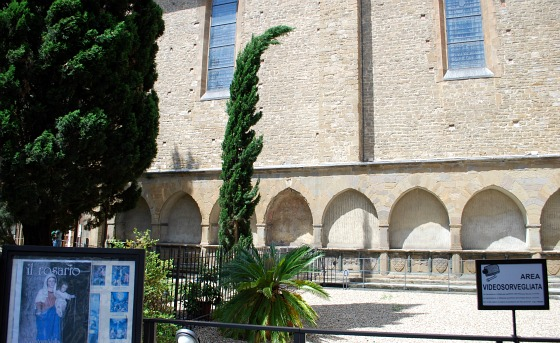 Florence Santa Maria Novella Courtyard (www.free-city-guides.com)