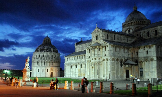 Pisa Duomo and Baptistry at night (www.free-city-guides.com)