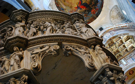 Pisa Duomo interior pulpit (www.free-city-guides.com)