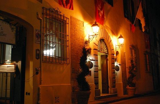 Pisa Hotel Relais dell'Orologio exterior (www.free-city-guides.com)