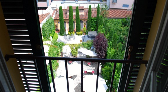 Pisa Hotel Relais dell'Orologio window view (www.free-city-guides.com)