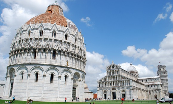 Pisa Piazza dei Miracoli (www.free-city-guides.com)