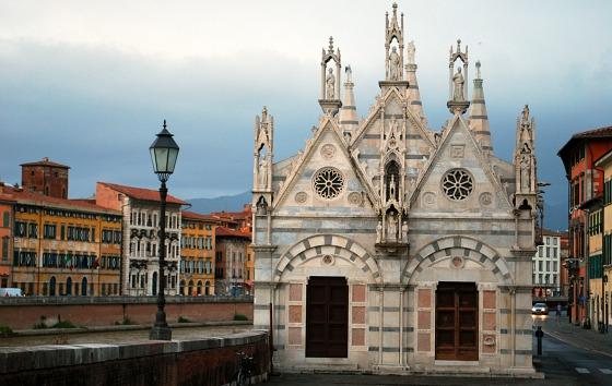 Pisa Santa Maria Della Spina front (www.free-city-guides.com)