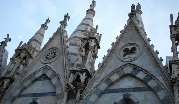 Pisa Santa Maria della Spina roof (www.free-city-guides.com)