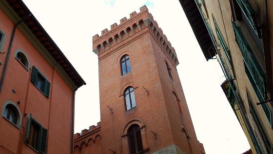 Pisa market tower (www.free-city-guides.com)