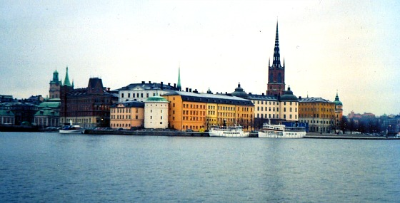 Stockholm Gamla Stan buildings and church (www.free-city-guides.com)