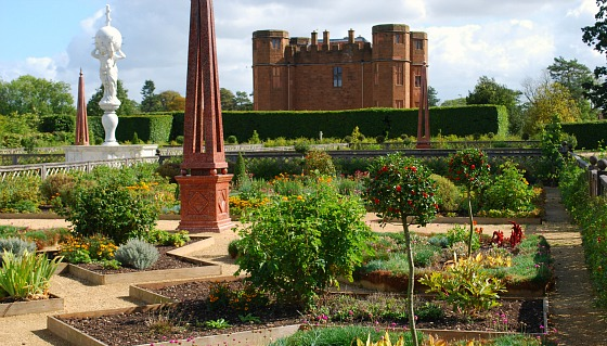 Stratford Kenilworth Castle formal garden (www.free-city-guides.com)