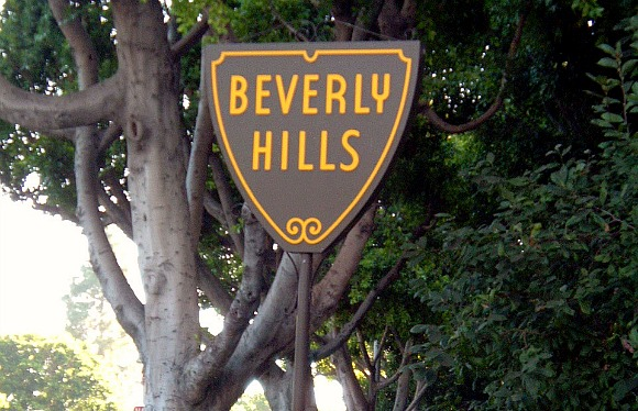 Los Angeles Beverly Hills Sign cropped (www.free-city-guides.com)