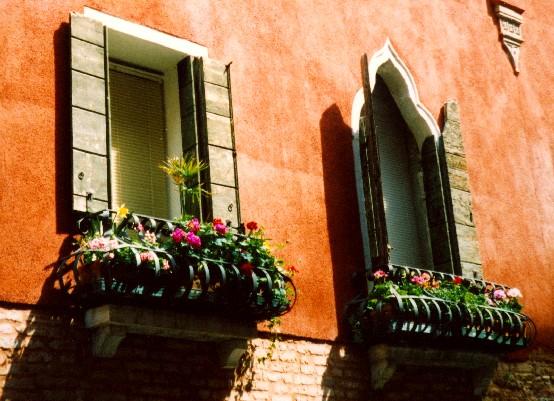 Venice window boxes (www.free-city-guides.com)