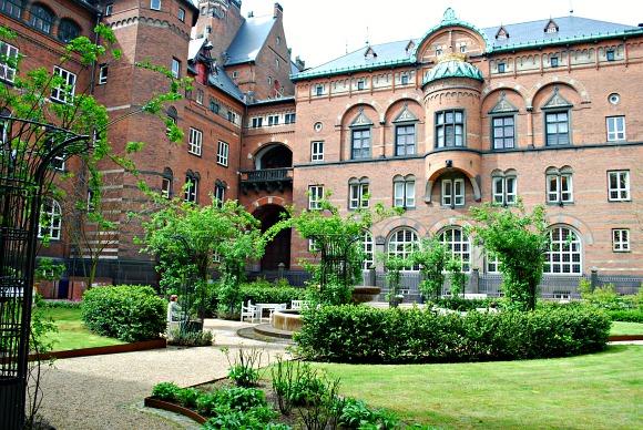 Copenhagen City Hall Garden (www.free-city-guides.com)