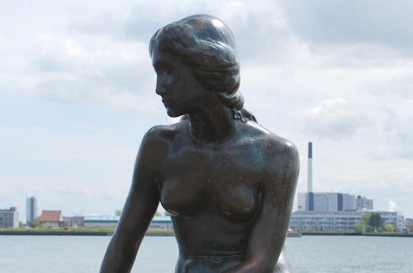 Copenhagen Little Mermaid close (www.free-city-guides.com)