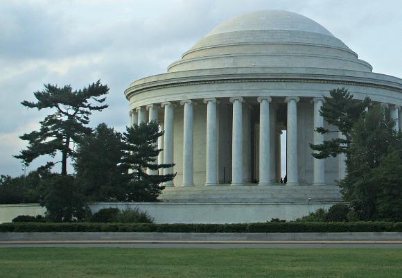 Washington Jefferson Memorial side (www.free-city-guides.com)