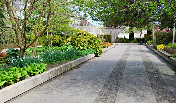 Copenhagen Amalienborg gardens (www.free-city-guides.com)