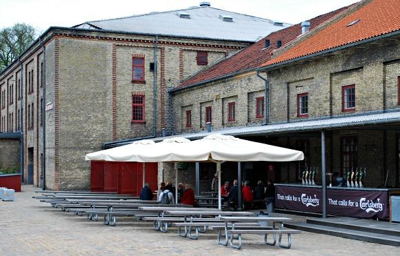 Copenhagen Carlsberg exterior (www.free-city-guides.com)