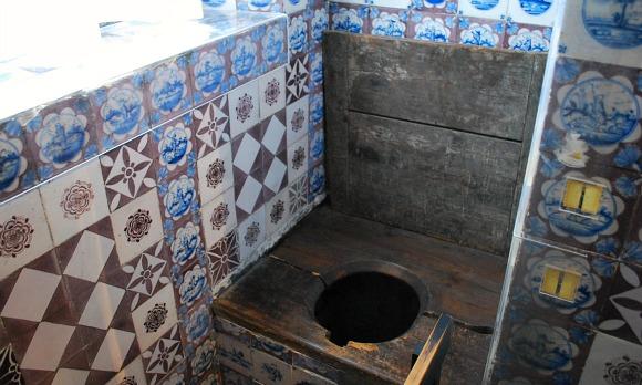Copenhagen Rosenborg Castle toilet (www.free-city-guides.com)
