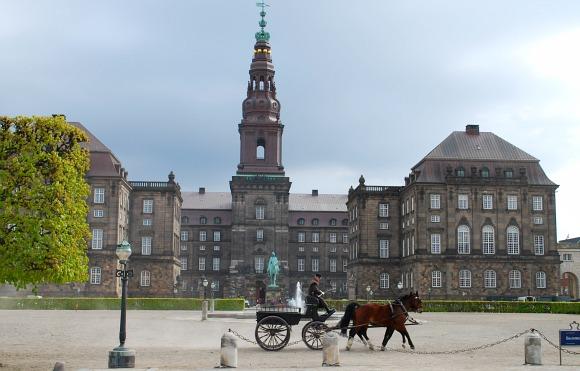 Copenhagen Slotsholmen wide (www.free-city-guides.com)