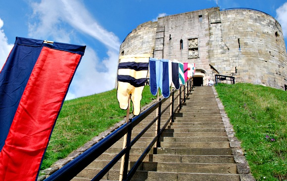 York Cliffords Tower flags (www.free-city-guides.com)