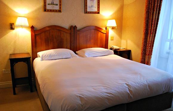 York Grange Hotel Bedroom (www.free-city-guides.com)