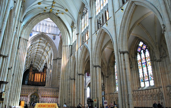 York Minster interior (www.free-city-guides.com)