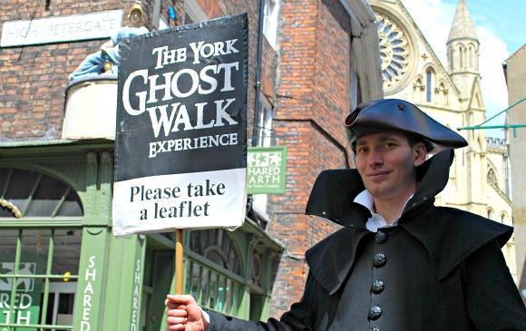 York Walking Tour Man (www.free-city-guides.com)