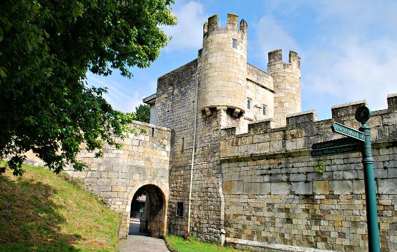 York Walls Gatehouse (www.free-city-guides.com)