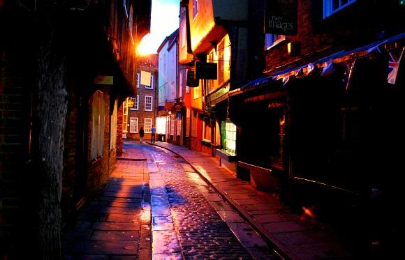 York shambles at night (www.free-city-guides.com)